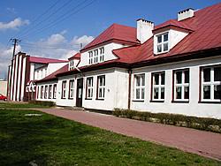 Budynek Szkoły Podstawowej im. Jana Pawła II w Huszlewie